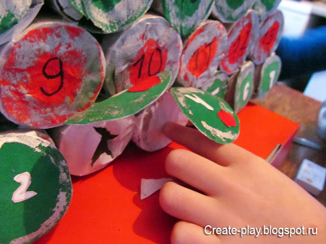 Адвент-календарь Ёлка из картонных рулончиков