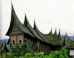 Rumah adat dari Sumatera Barat disebut Rumah Gadang