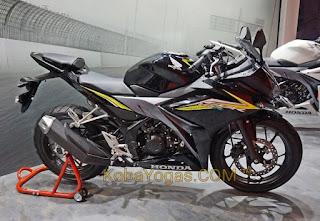 Honda CBR150R Hitam
