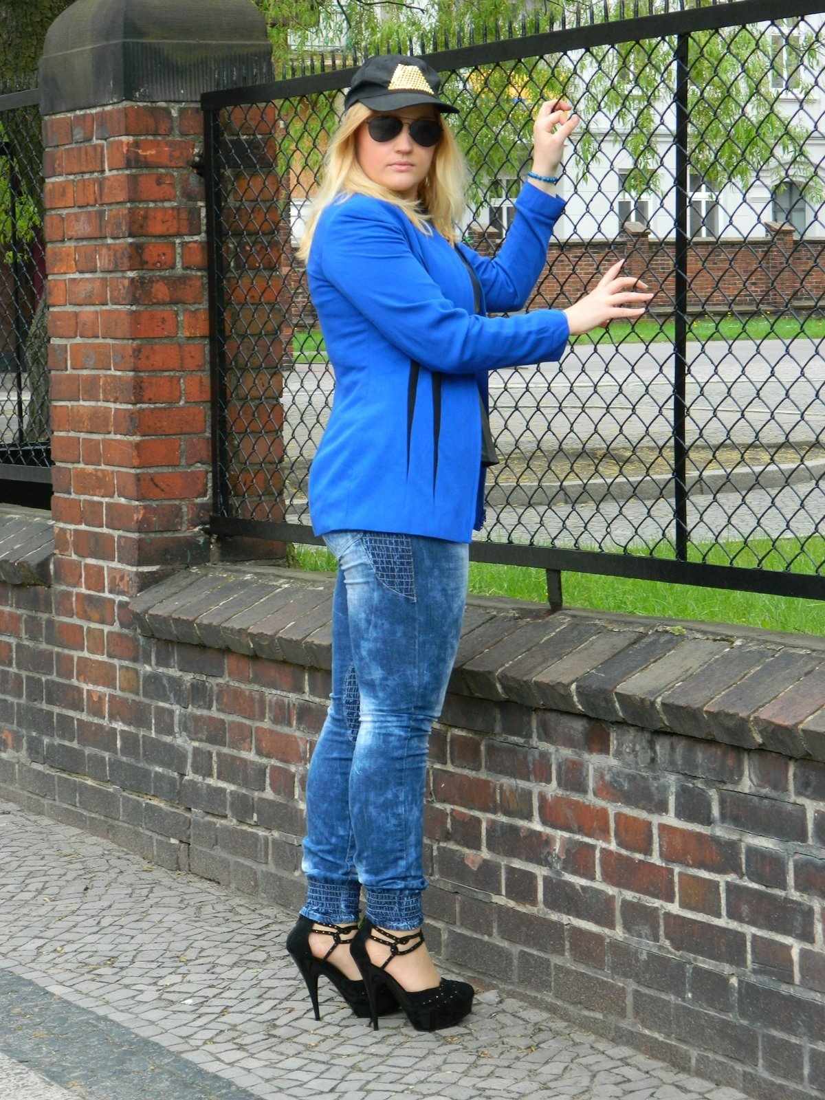 jeansy-marmurkowe