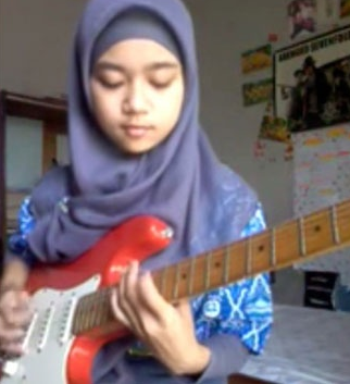 gitaris metal cewek berjilbab