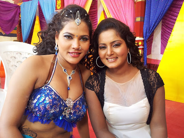 Anjana Singh Wallpaper  With Seema Singh