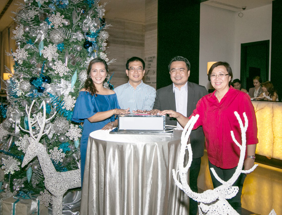 SEDA HOTEL ABREEZA LIGHTS BLUE AND SILVER CHRISTMAS TREE
