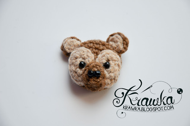 Krawka: Crochet button / pin / broosh: Brown Teddy bear