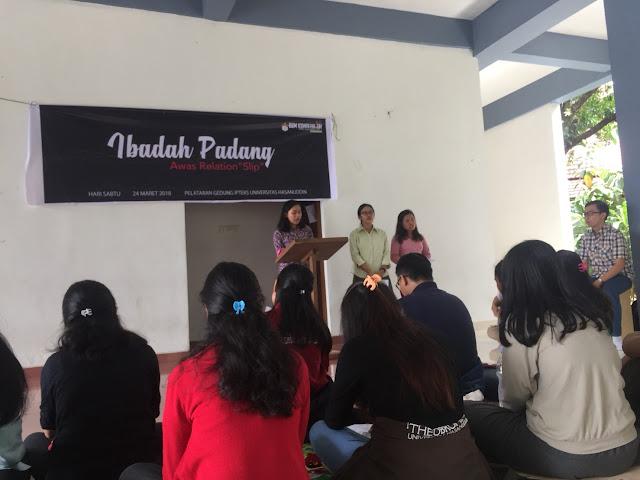 Ibadah Padang Untuk Mahasiswa Kristen Farmasi Unhas Angkatan 2017