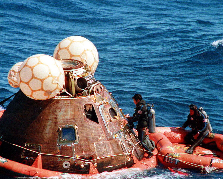 Аполло́н-16 Приводнение 3