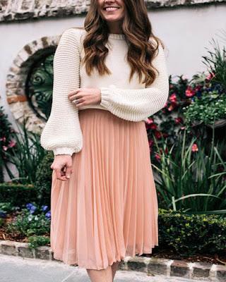 falda midi rosa con lineas verticales tumblr