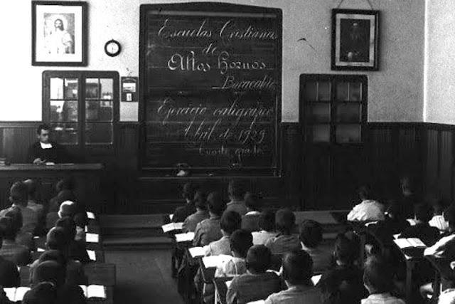 Aula de uno de los colegios impulsados por Altos Hornos de Vizcaya en Barakaldo, en el año 1929