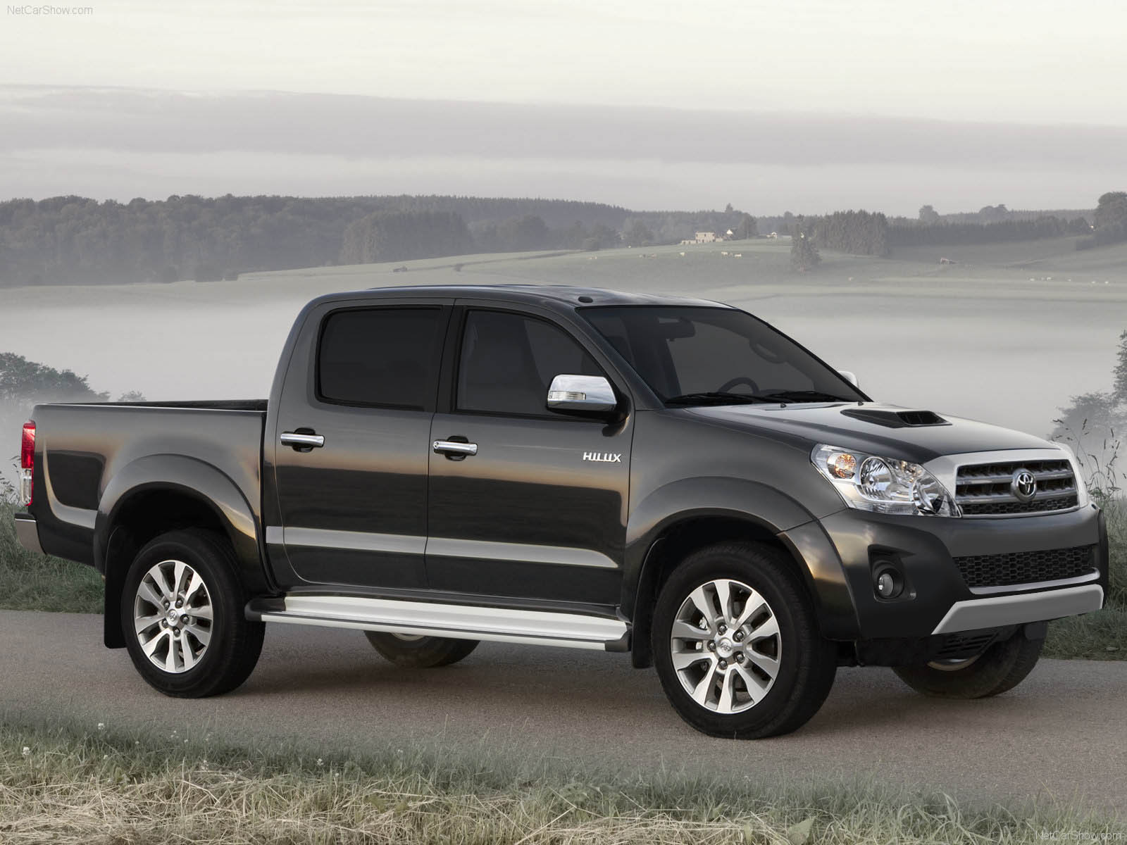 toyota hilux pickup truck review 2012 and pictures new car review. Black Bedroom Furniture Sets. Home Design Ideas