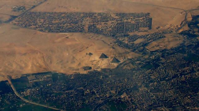 piramidy widok z samolotu