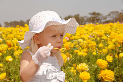 little-baby-girl-playing-with-Soap-bubbles-in-the-fields