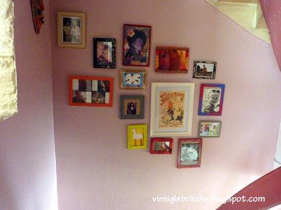 virnigie bricole accumulation de cadres sur le mur de l. Black Bedroom Furniture Sets. Home Design Ideas
