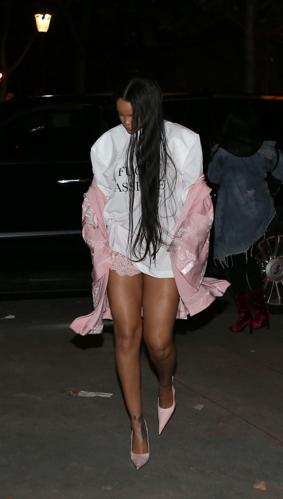 Rihanna Show Off Her Legs in Shors Dress