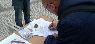 Las mesas están instaladas frente a las estaciones ferroviarias de las ciudades echeverrianas de 17 a 20, y el objetivo es sumar firmas para rechazar el tarifazo en los servicios básicos.