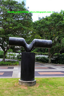 """Reaching"" Sculpture, MND, Singapore"