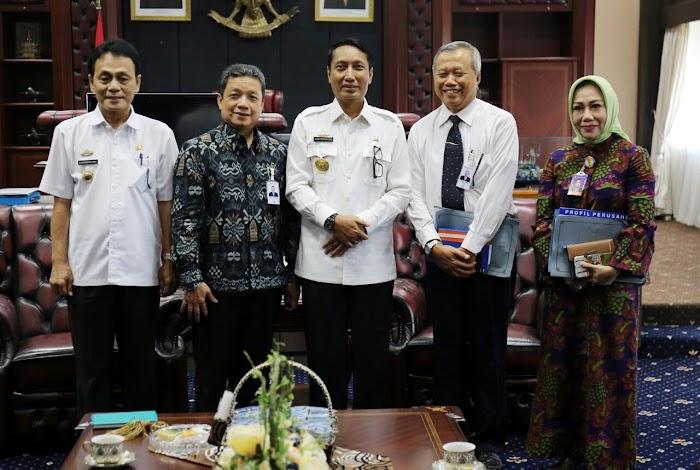Pjs. Gubernur Didik Terima Audiensi Dirut Bank Lampung Eria Desomsoni.