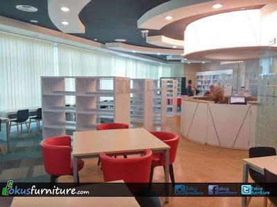 Rak buku perpustakaan Tanjung duren