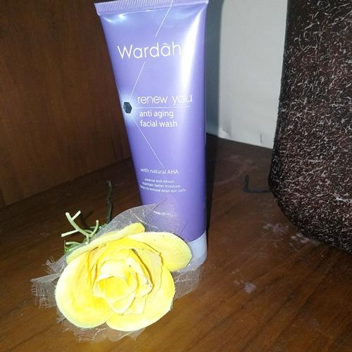 Review Wardah Renew You Anti Aging Facial Wash with AHA