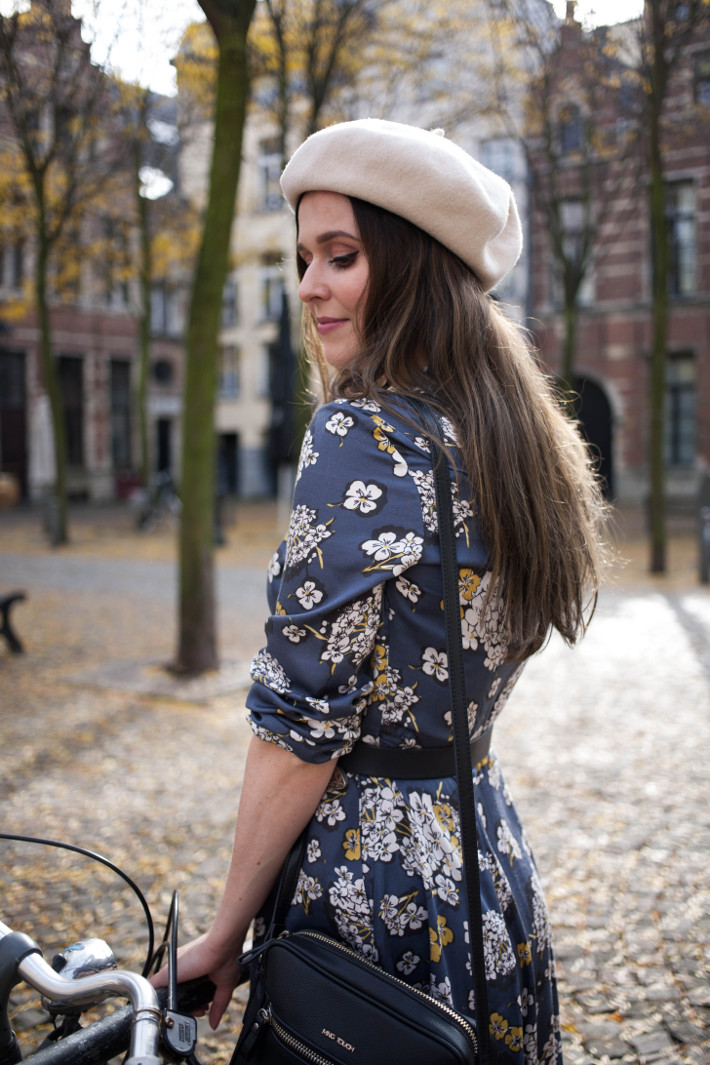 Outfit: vintage romance in floral dress and beret