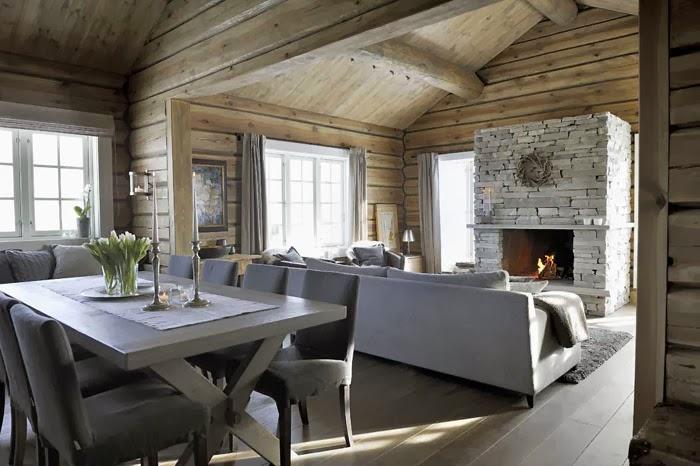 Piękny, drewniany dom u podnóża gór w Norwegii, wystrój wnętrz, wnętrza, urządzanie domu, dekoracje wnętrz, aranżacja wnętrz, inspiracje wnętrz,interior design , dom i wnętrze, aranżacja mieszkania, modne wnętrza, domy w górach, górska chata, domy drewniane, styl rustykalny, salon, kominek