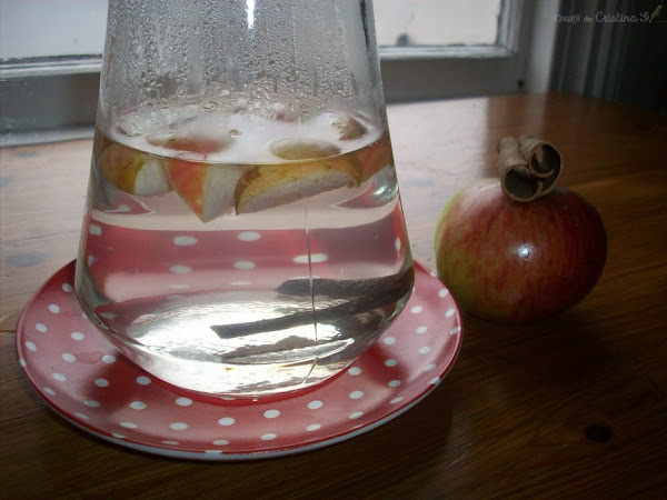 Homemade tea for the soul with fresh apple and cinnamon by Cristina G.