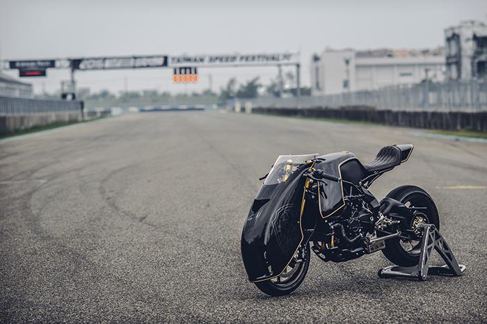 MV Agusta Ballistic Trident on track