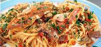 espaguetis con salmonetes y setas
