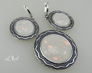 Uroczy komplet z białym opalem w srebrze