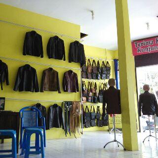 Gambar Showroom Jaket Kulit Asli di Tanggulangin Sidoarjo