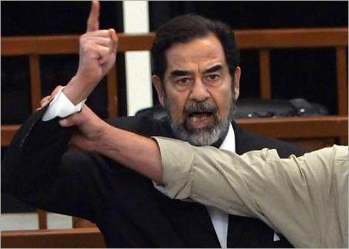 الرجل الذي أشرف على عملية إعدام صدام يروي اللحظات الأخيرة في حياته قبل إعدامه .
