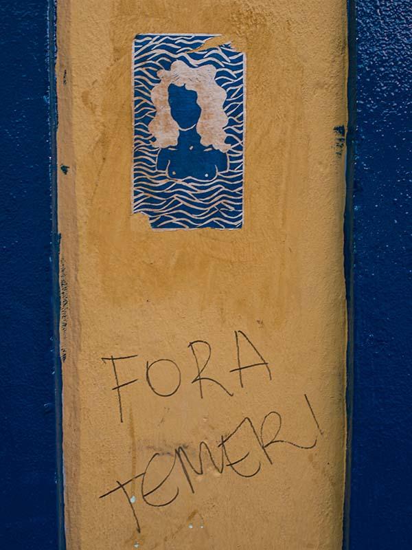 """Cartel con la inscripción """"Fuera Temer"""""""
