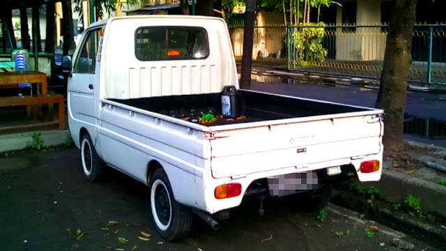 Mitsubishi Minicab L100 belakang