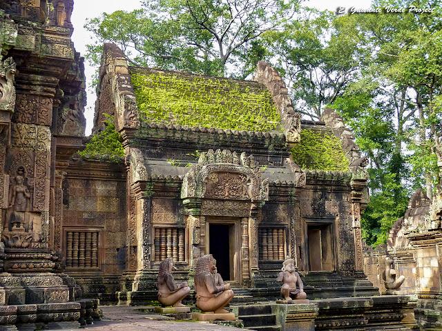 Banteay Srei, guardianes y mandapa del prasat principal - Angkor, Camboya por El Guisante Verde Project