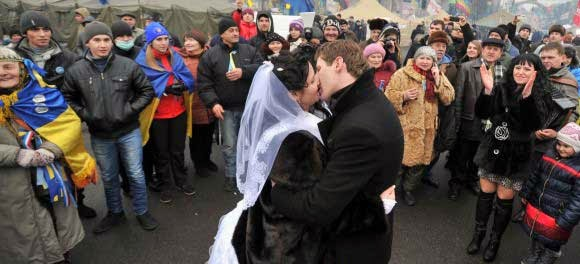 cinta dalam demonstrasi Ukraina