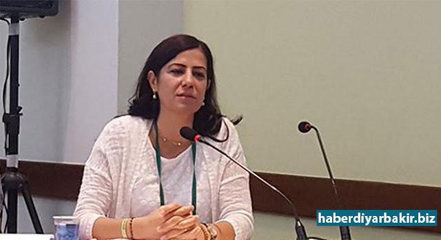 DİYARBAKIR-Diyarbakır Cumhuriyet Başsavcılığı tarafından yürütülen soruşturma kapsamında, 30 Ekim 2016 tarihinde tutuklanan BDP'nin Batman eski milletvekili Ayla Akat Ata hakkında hazırlanan iddianame, 5'inci Ağır Ceza Mahkemesi tarafından kabul edildi.