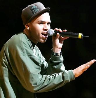 Foto de Chris Brown en una presentación