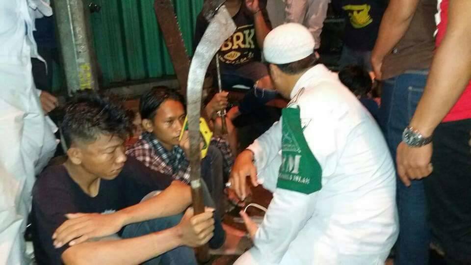 Diserang Saat Pulang Tabligh Akbar, LPI Bekasi Berhasil Serahkan Belasan Preman Berikut Senjata Tajam ke Polisi