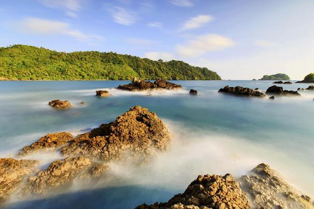 Hal Menarik Wisata di Teluk Kiluan Lampung