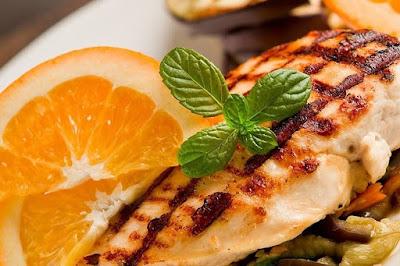 الدجاج الحار المشوي بصوص البرتقال والكسبرة