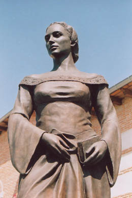 Monumento a Beatriz Galindo en Navalcarnero (Madrid)