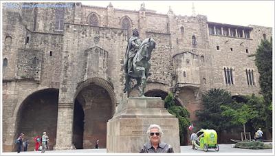Barcelona; Conhecendo a Europa; sem guia; turismo na espanha; Bairro Gótico; muralhas medievais; Plaza de Ramon Bernguer el Gran;