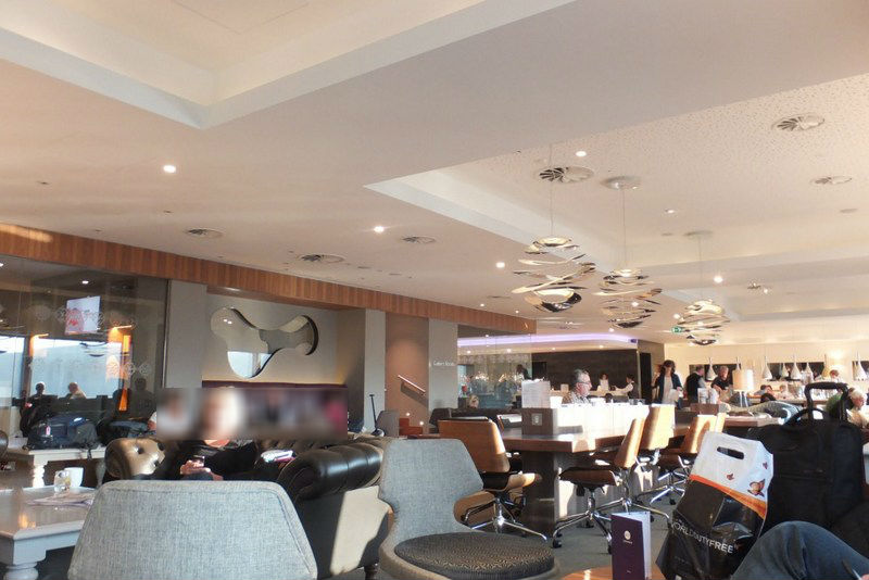 no1-heathrow-lounge-room