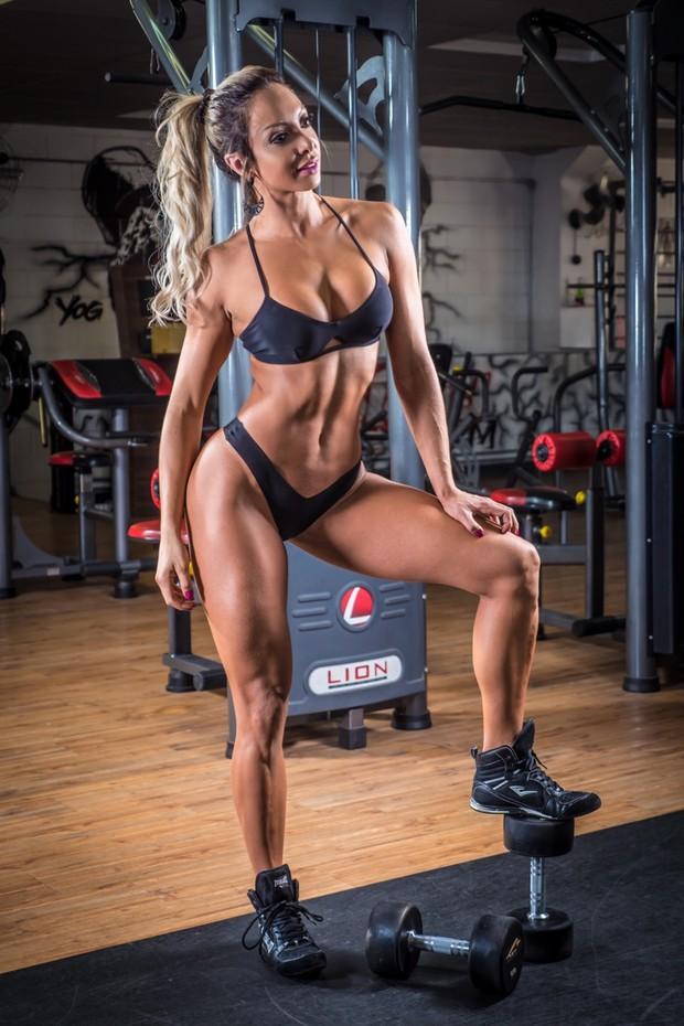 A model, bodybuilder Priscila Santtana posing in bikini