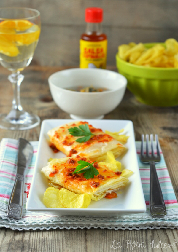 Crujientes de brandada de bacalao con salsa romesco