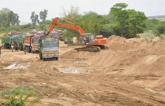 alirajpur news-अवैध रूप से रेत परिवहन करने पर 06 आरोपियों को 2,20,000 रूपये का अर्थदण्ड-san-mining-alirajpur