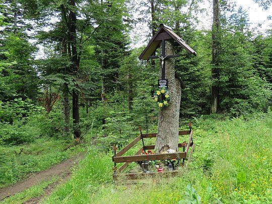 Krzyż w miejscu śmierci Romana Ogrodnika.