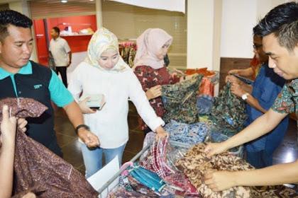 Seragam Batik Tulis Berlogo di Pasuruan - Pengunjung Batik Madura Perhari Saat Weekend