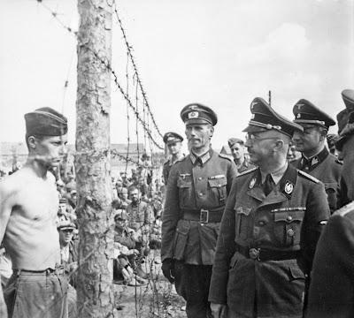 Himmler_besichtigt_die_Gefangenenlager_in_Russland._Heinrich_Himmler_inspects_a_prisoner_of_war_camp_in_Russia%252C_circa..._-_NARA_-_540164.jpg