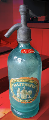 http://ridderschapkwartier.blogspot.nl/2010/10/wolvenstraat-drankhandel-en.html#more