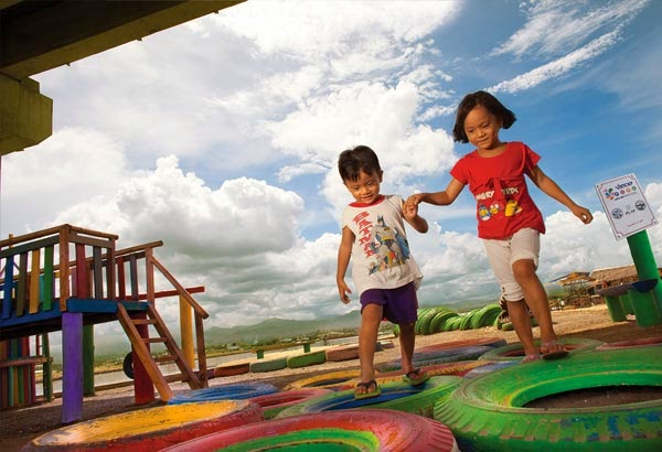 http://www.philstar.com/health-and-family/2015/05/06/1451842/project-laro-integrating-play-art-and-giving